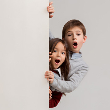 banner-with-surprised-children-peeking-edge_155003-10104_副本.jpg